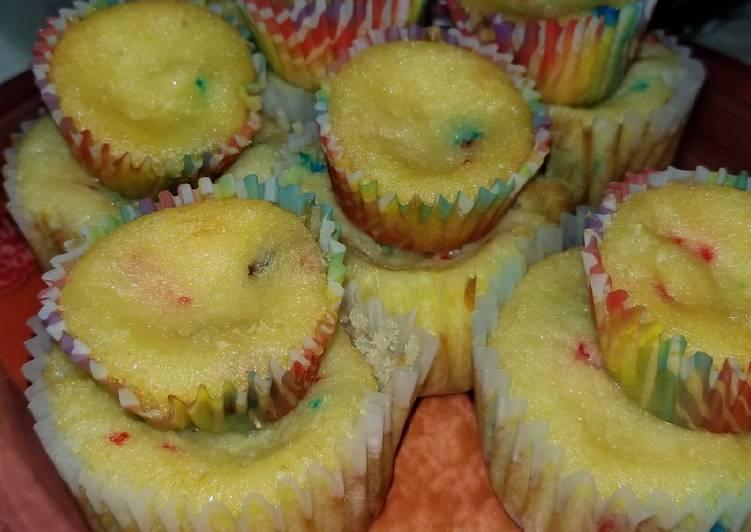 Mama's Sprinkle Cupcakes
