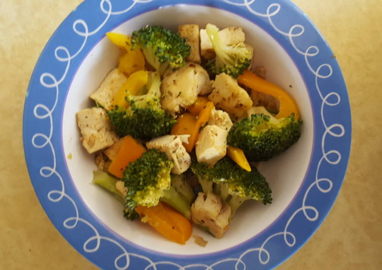 Tofu with broccoli and pepper