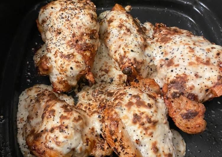 Everything bagel chicken with creamy scallion sauce