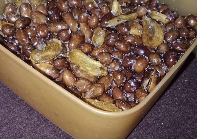 10. Kacang goreng renyah dan gurih