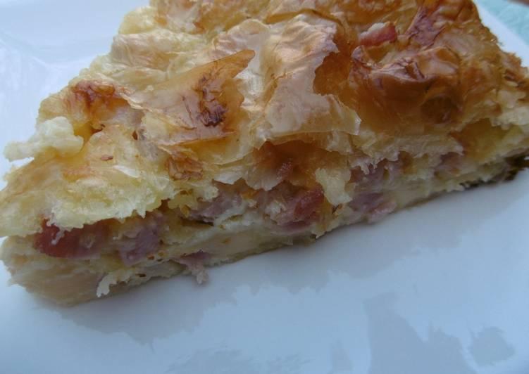 Tasty ham and cheese pie (zambonotiropita)