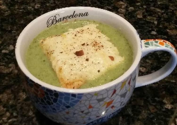 Simple healthy Broccoli Soup