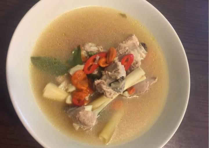 Pork ribs lemongrass soup