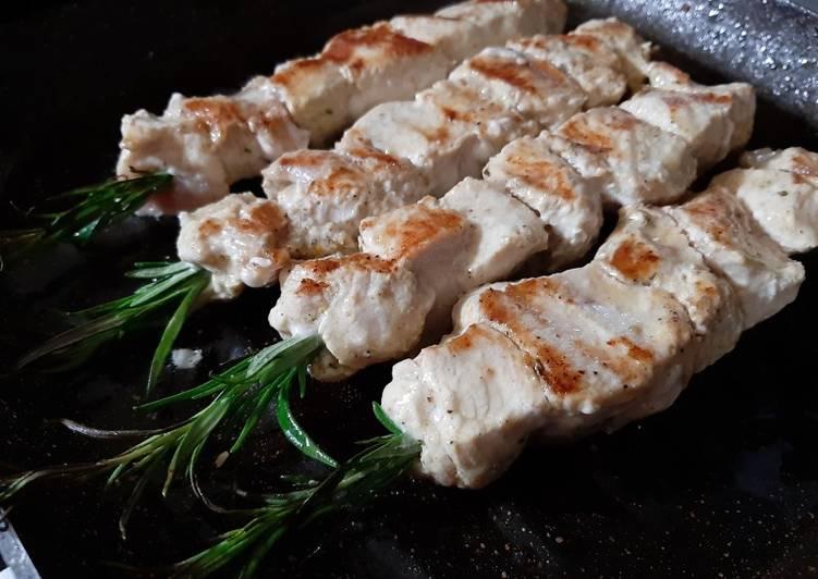 Brochettes de poulet au romarin 🌿