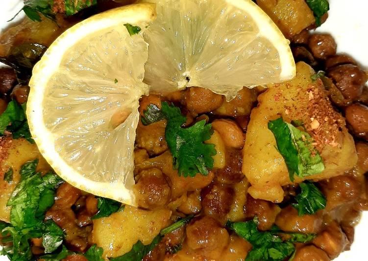 Black chickpea with potatoes(kaale chana aloo)