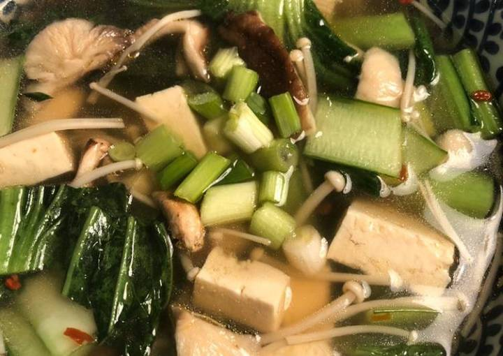 Noodle soup with mushrooms and greens - vegan