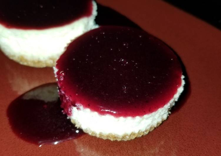 Mini Cheesecake with Blueberry Sauce