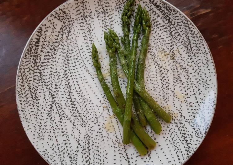 Asperges vertes poêlées au parmesan