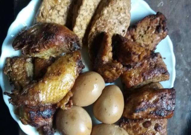Tempe, tahu, telur, ayam bacem