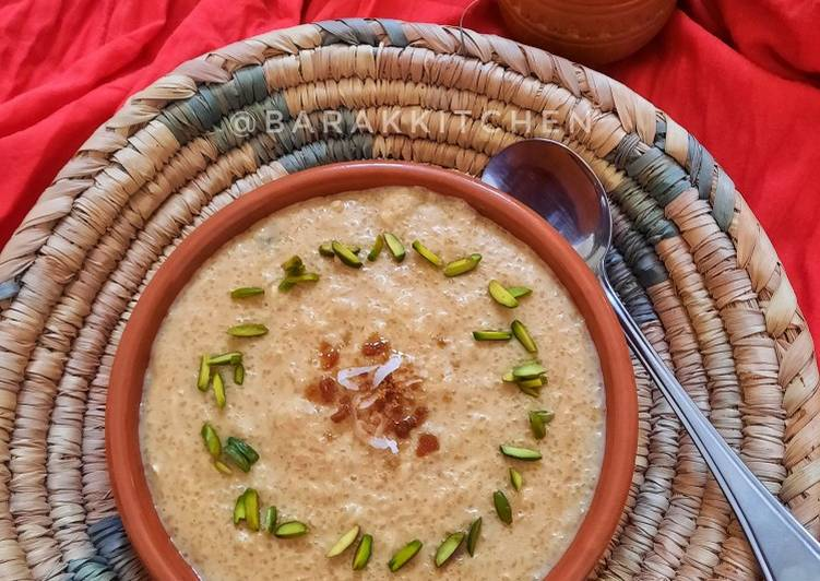 Nolen gurer payesh or Rice kheer with date palm jaggery