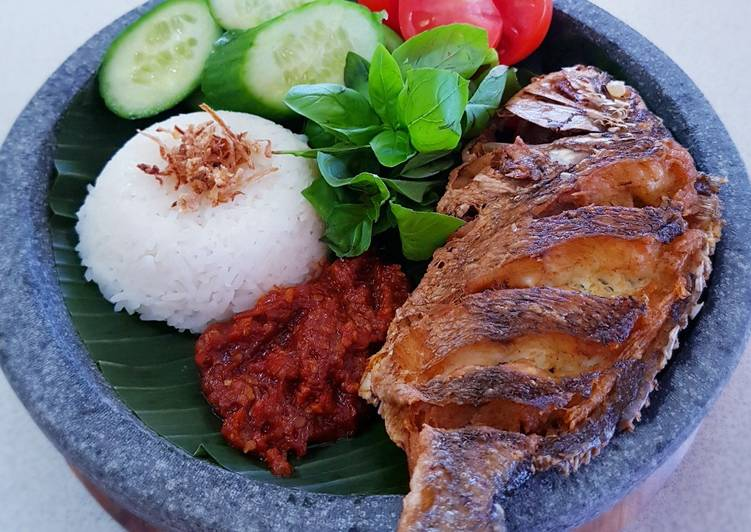 IKAN GORENG SAMBAL TRASI LALAPAN (Fried Fish with Sambal, Veg)