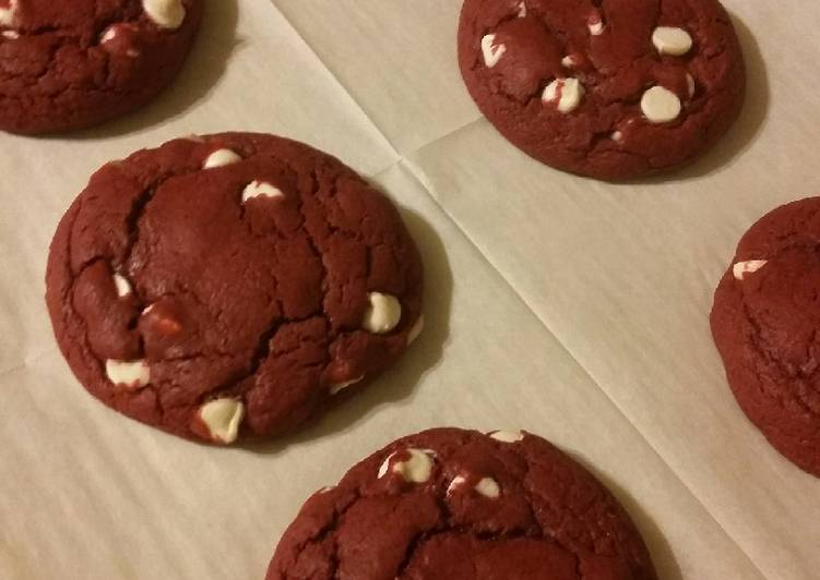 White Chocolate Chip Red Velvet Cookies (from cake mix)