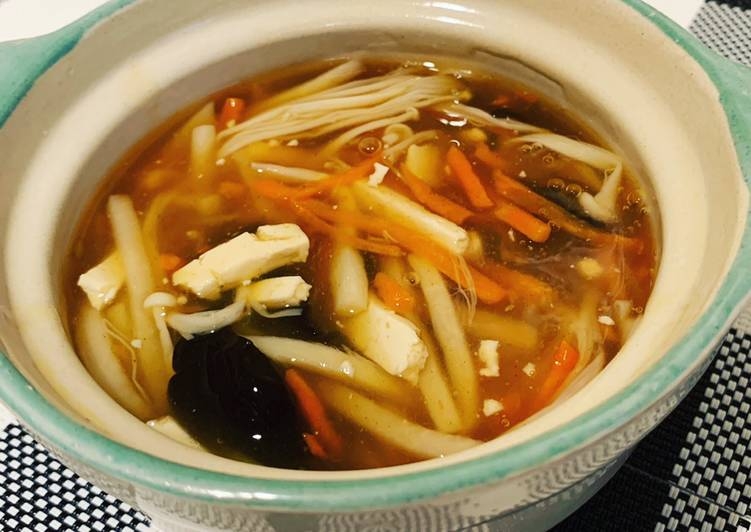 Mixed Mushrooms Hot and Sour Soup蘑菇酸辣湯