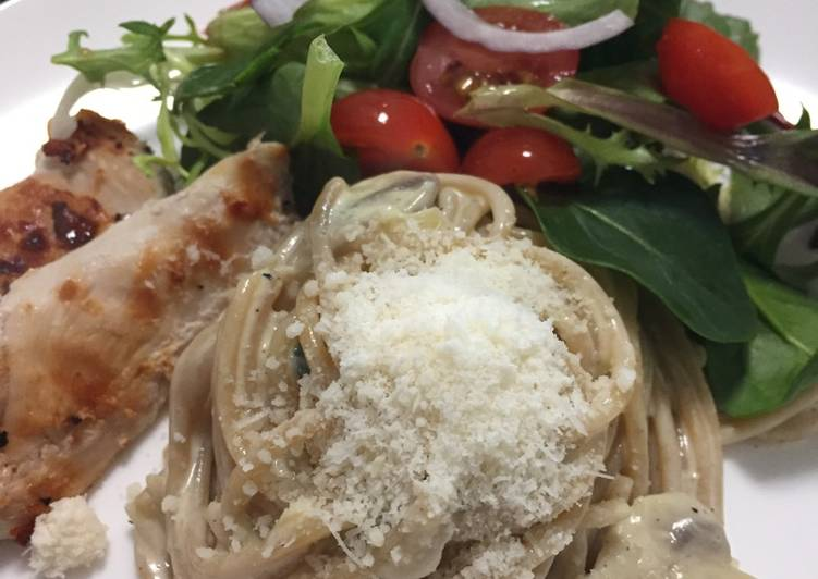 Wholemeal spagetti mushroom with grilled chicken
