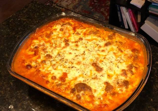 Baked Fettuccine with Meat Sauce and Tons-O-Mozzarella