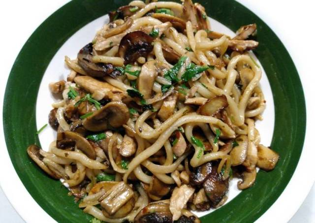 Chicken, mushrooms and udon