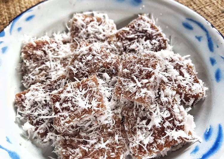Kue keranjang kukus- kelapa muda