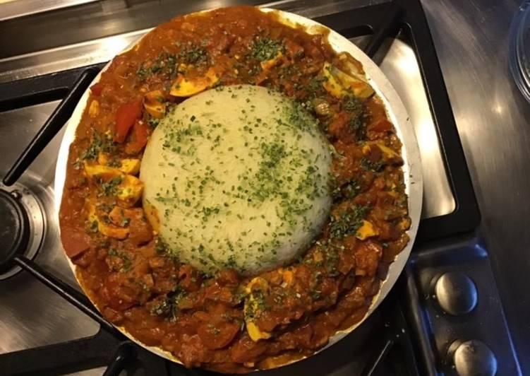 Carri d œufs et son dôme de riz blanc