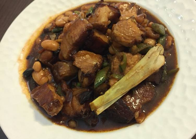 Stew pork belly with baked beans
