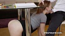 mamando debajo de la mesa con alumna Kira Thorn