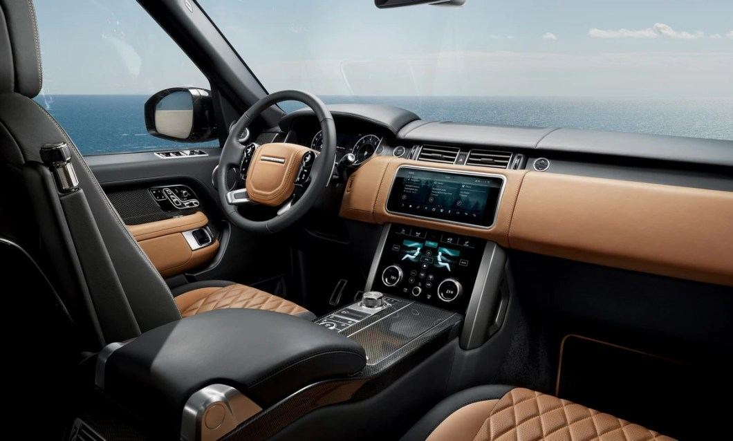 The Range Rover First Class Suv Has Received A Facelift And Upon Its Local Introduction In November 2018 Will Welcome Plug Hybrid Derivatives Host