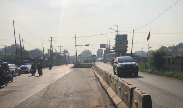 Jalan Martono Bekasi Timur Diperbaiki, Arus Lalu Lintas Dialihkan
