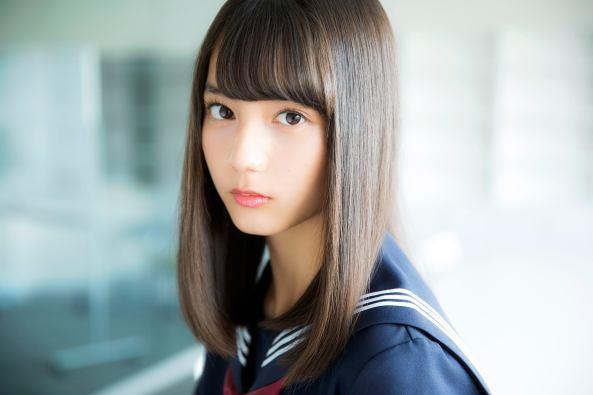 """15歳の最強美女""""けやき46小坂菜緒、テレビ初インタビューで話題「透明感すごい」「圧倒的オーラ」今後の活動を語る - モデルプレス"""