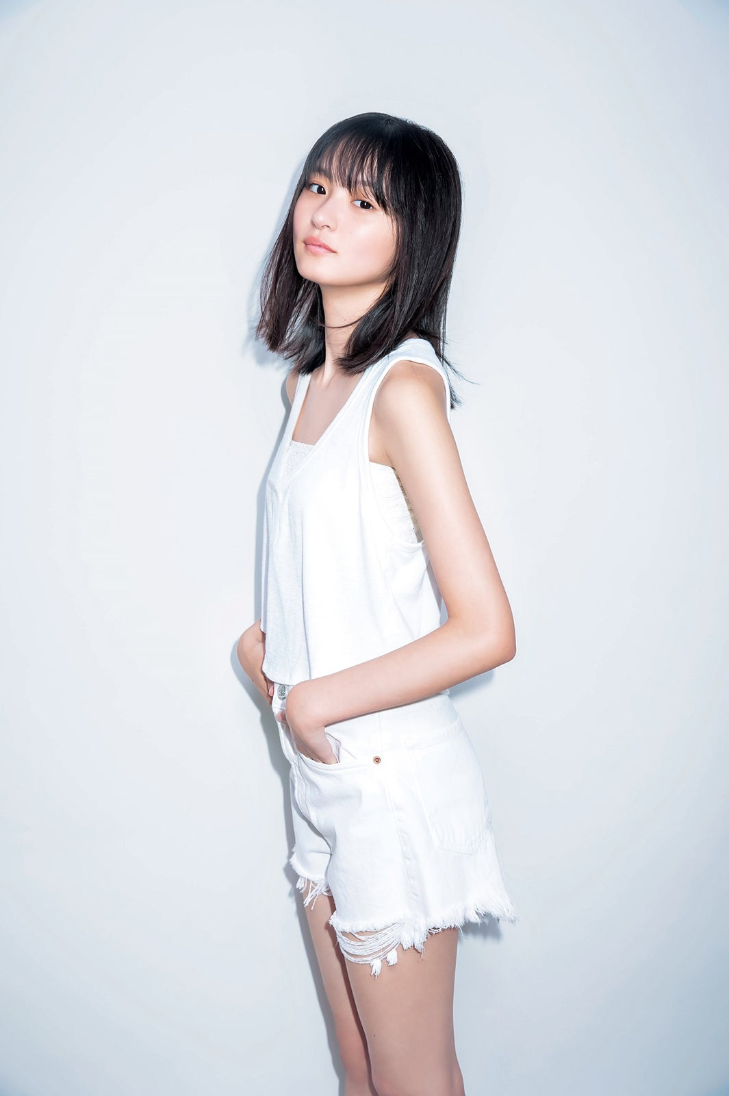 新センター遠藤さくら(17)の圧倒的な美少女感 タンクトップ