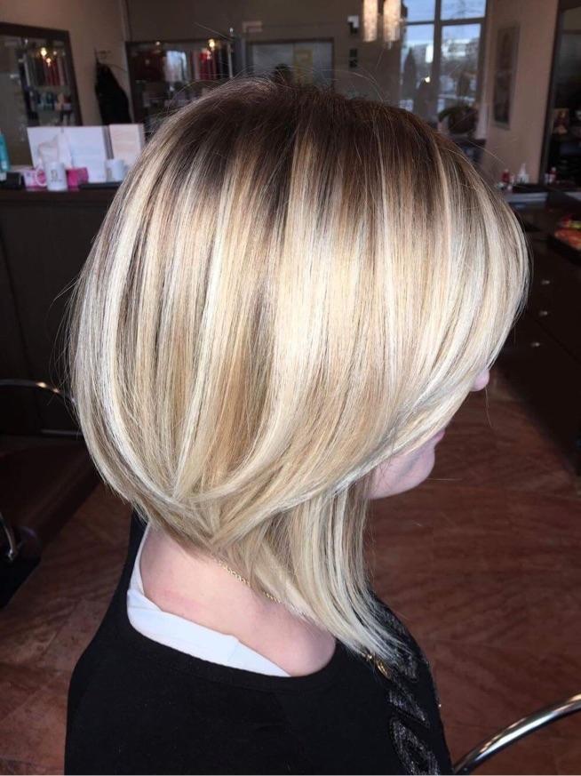 Wielowymiarowy Blond Z Ciemniejszym Odrostem Technika