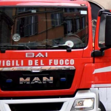Rome, bus on fire in a tunnel: an intoxicated person with smoke