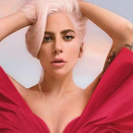 Beauty, Lady Gaga in abito rosso è la nuova testimonial di un profumo
