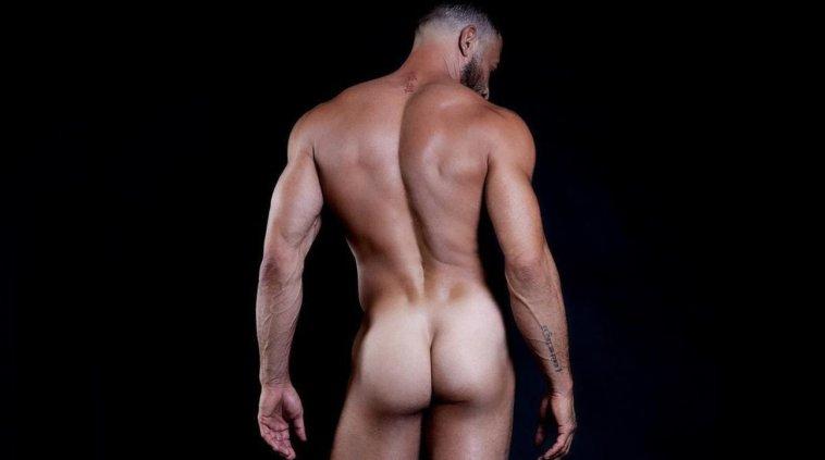 Gianni Sperti regala un nudo integrale e fa impazzire i follower