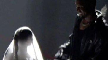 Kim Kardashian si veste da sposa per Kanye West, segnale di un ritorno di fiamma?