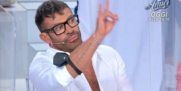 """Gianni Spertifa il gesto delle corna a Marika, Armando Incarnato sbotta: """"Come ti permetti?"""""""