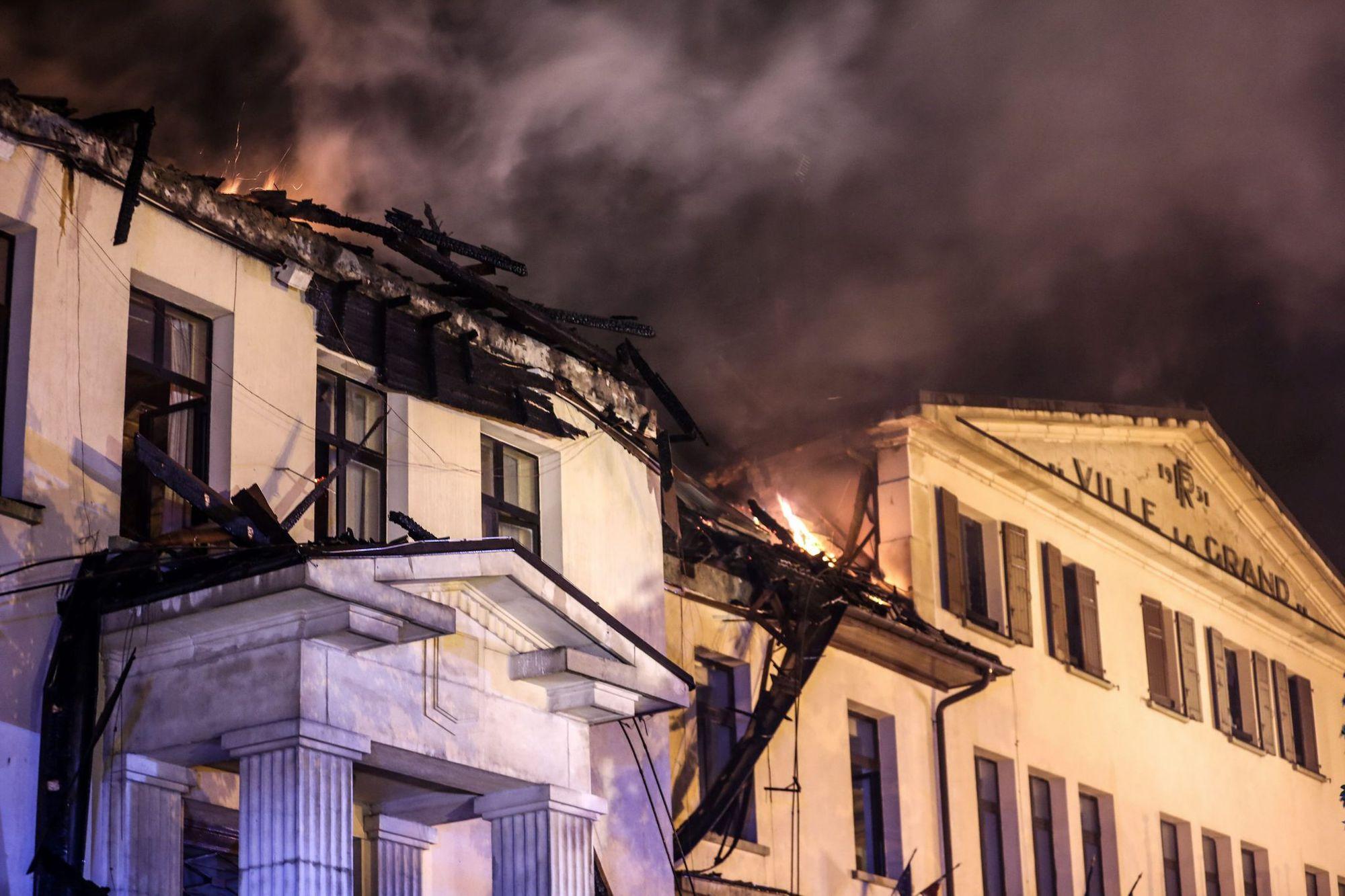 Le second étage et les combles du bâtiment ont été endommagés.