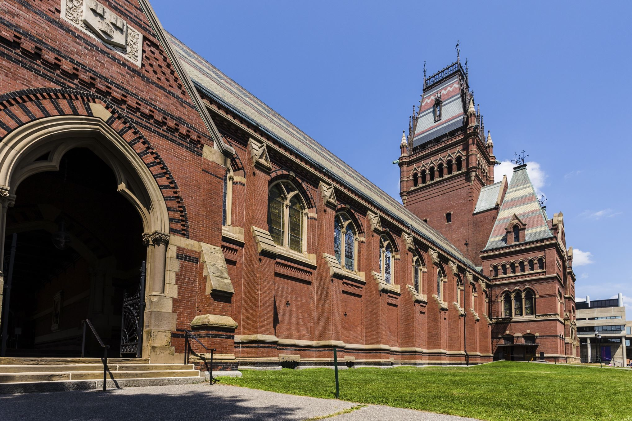 Διαφάνεια 38 από 41: Ranked at seventh place in America's Top Colleges by Forbes, Harvard is widely regarded as one of the most prestigious universities in the world. It was established in 1636, and has produced 22 billionaire graduates.