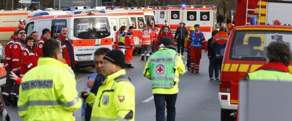 Los servicios de emergencia desplegados en la zona del accidente.