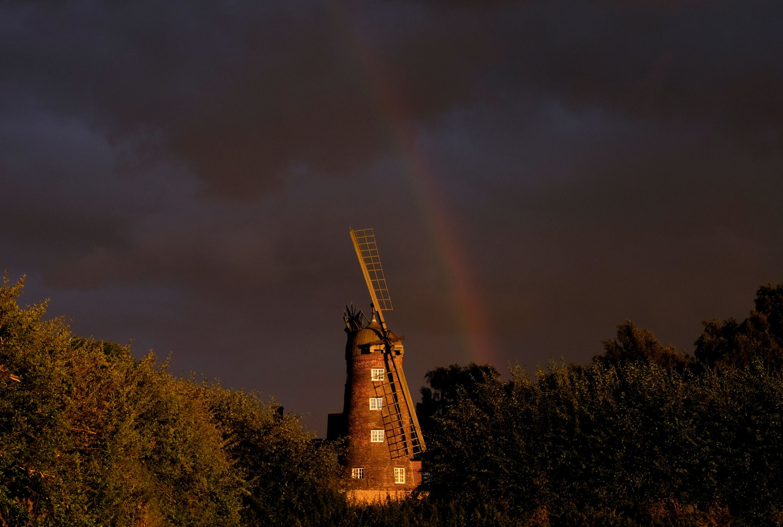 Слайд 69 из 86: A rainbow forms over a windmill after rainfall in Shepshed, Britain, August 5, 2016. REUTERS/Darren Staples TPX IMAGES OF THE DAY