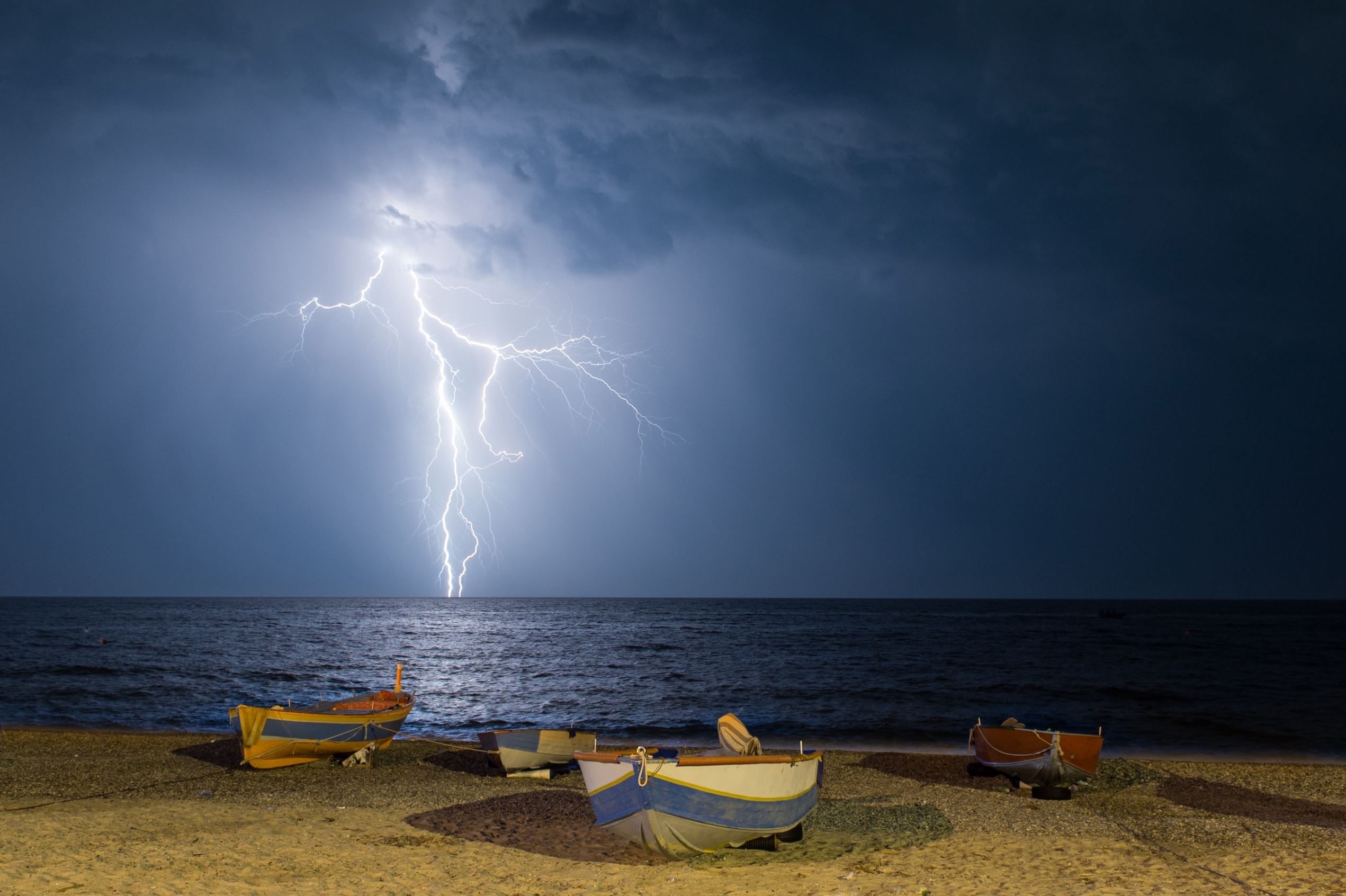Слайд 58 из 86: Lightning storm on the Ionian Sea, Italy - 24 Jun 2016 Lightning strike off the coast of Calabria and Basilicata