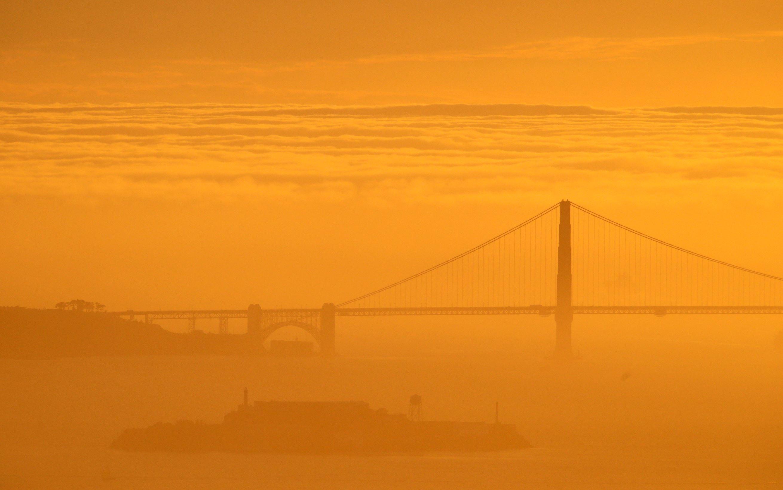 Слайд 26 из 86: A blanket of fog is seen behind the Golden Gate Bridge and Alcatraz Island as the sun sets Sunday, Feb. 28, 2016, in Berkely, Calif. (AP Photo/Marcio Jose Sanchez)