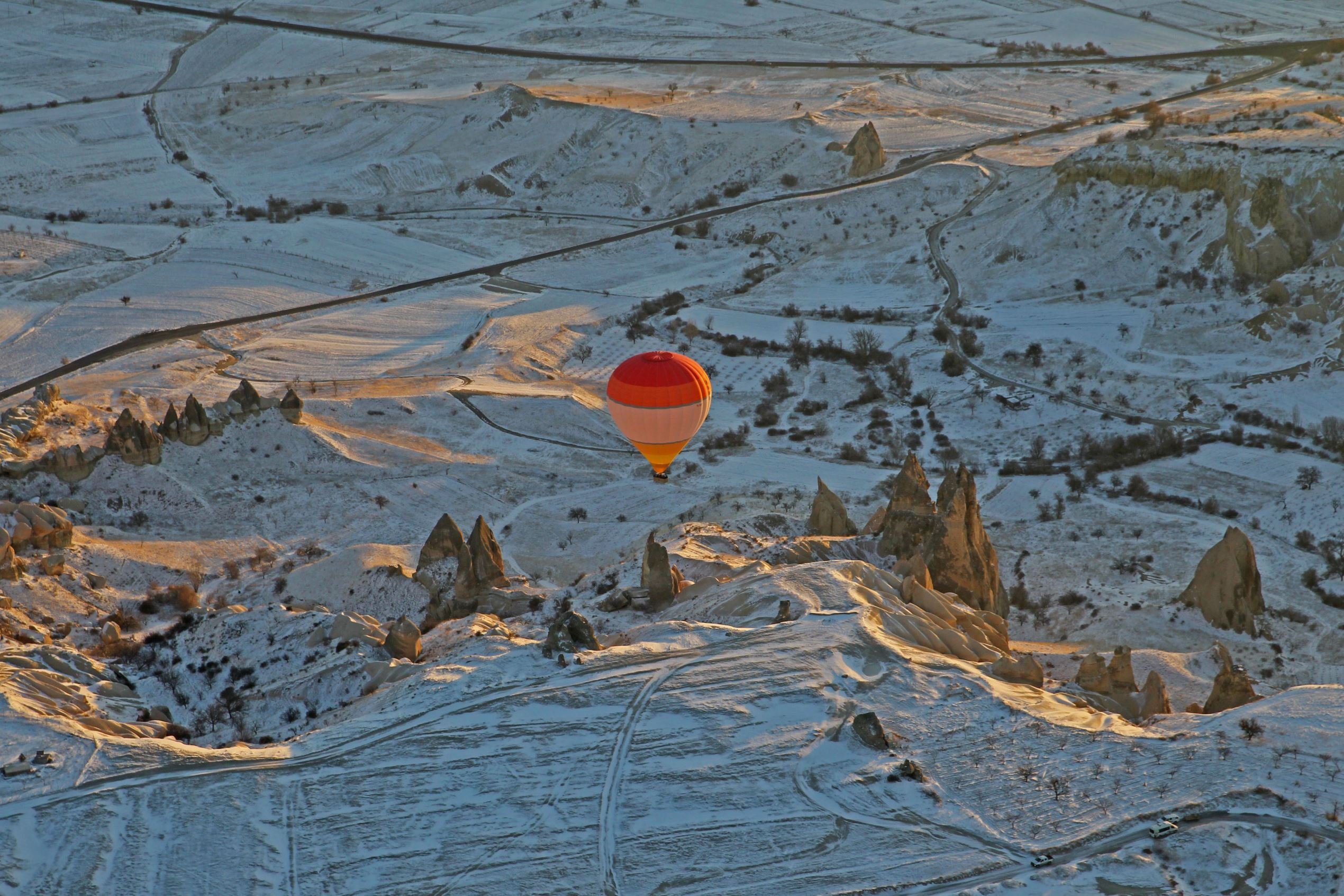 Слайд 13 из 86: NEVSEHIR, TURKEY - JANUARY 20: Hot air balloons fly over Cappadocia, a historical region in Central Anatolia, largely in Nevsehir Province, known for the fairy chimneys, during the winter season on January 20, 2016 in Nevsehir, Turkey. (Photo by Tevfik I
