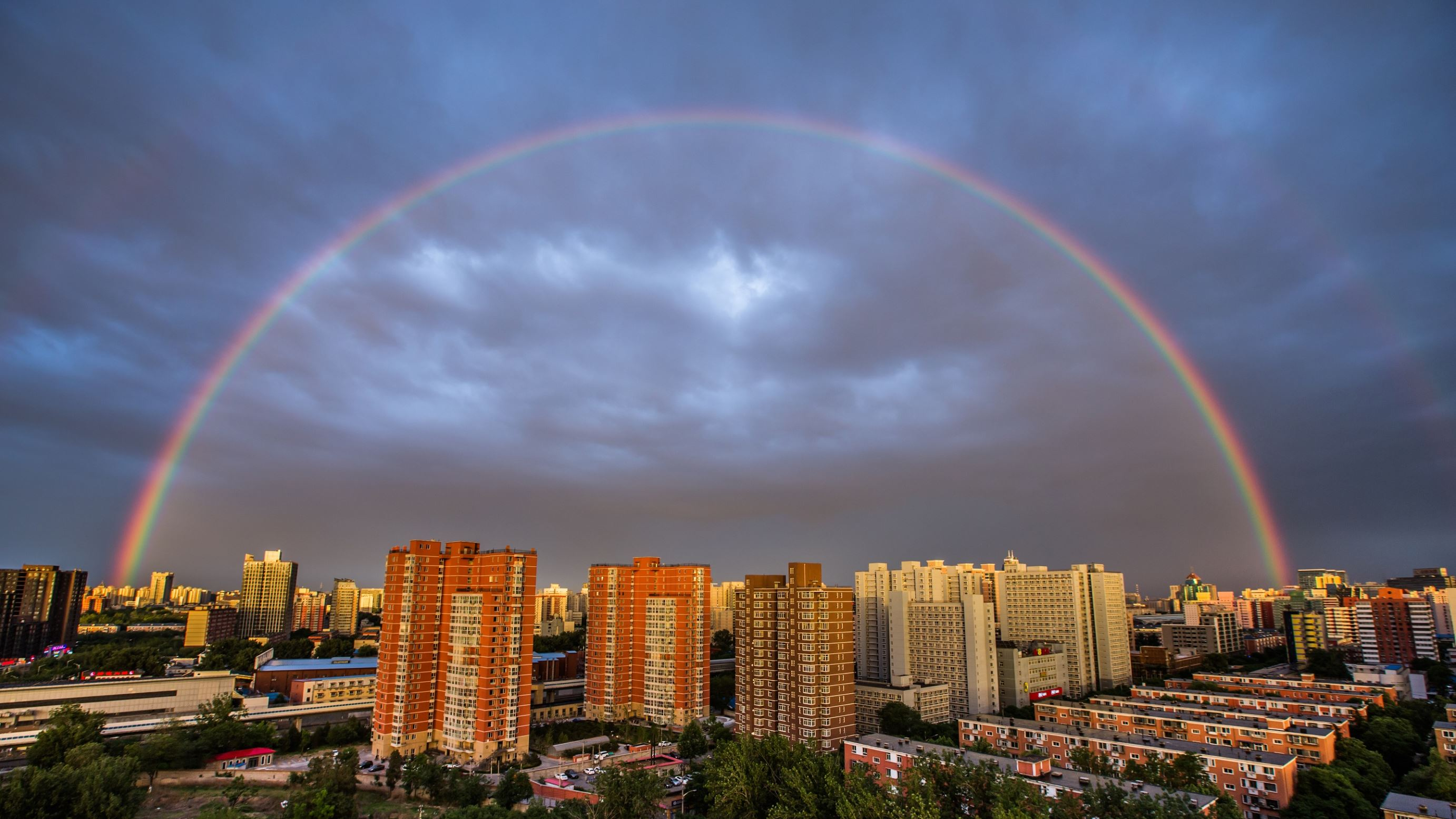 Слайд 48 из 86: BEIJING, CHINA - MAY 23: (CHINA OUT) Double rainbow appears on sky after an evening rain on May 23, 2016 in Beijing, China. (Photo by VCG/VCG via Getty Images)