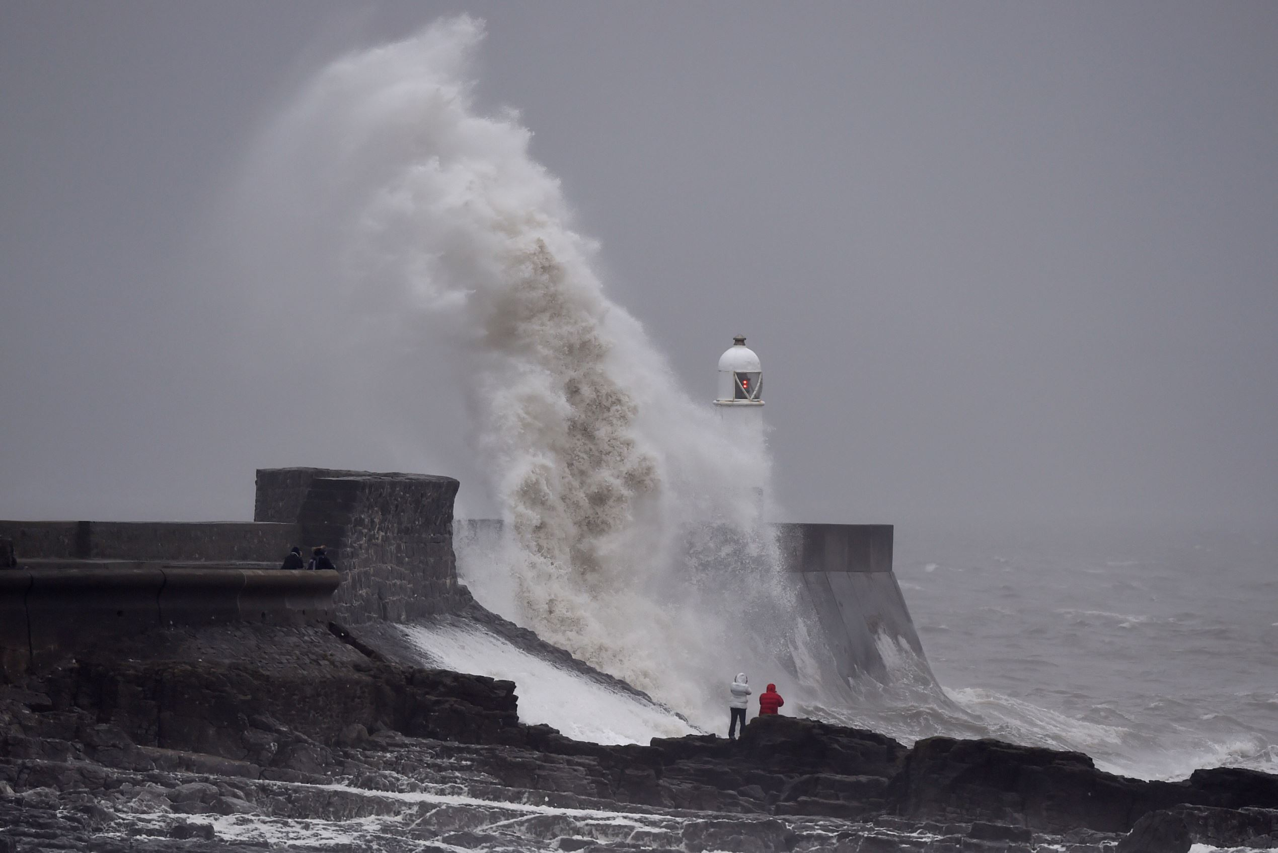 Слайд 18 из 86: Waves crash over the lighthouse at Porthcawl, Wales, February 1, 2016. Gale force winds are affecting parts of Wales. REUTERS/Rebecca Naden TPX IMAGES OF THE