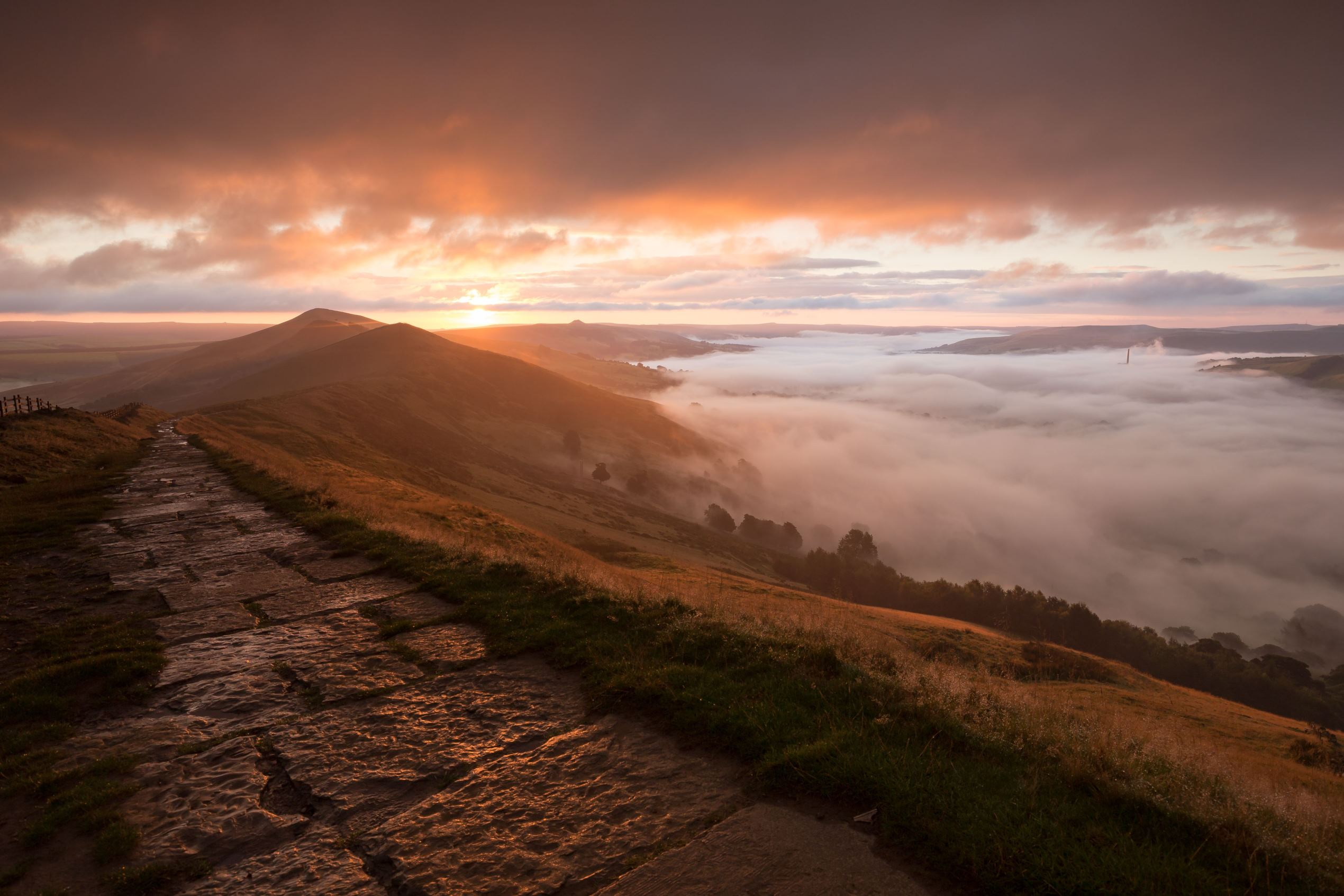 Слайд 79 из 86: Cloud inversion taken at Sunrise in Mam Tor, Derbyshire, UK Cloud inversion at sunrise, Mam Tor, Derbyshire