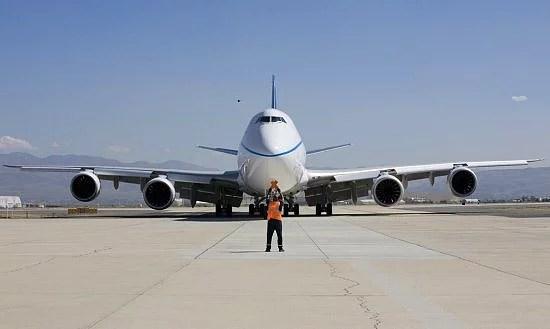 Bir Boeing 747 uçağı yaklaşık 240bin litre yakıt taşıyabilir! Benzinin litre fiyatından depoyu fullemenin maliyetini siz düşünün :)
