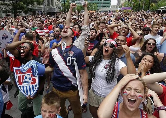 Futbolun sadece futbol olmadığını herkes kabul ediyor. Pekala futbolun zirvesi olarak kabul edilen Dünya kupası sadece bir futbol turnuvası mı?