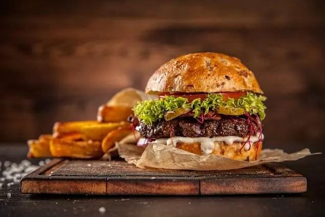 """Birinci Dünya Savaşı sırasında ABD hükumeti hamburgerlerin adını """"özgürlük sandviçleri"""" olarak değiştirerek vatanseverlik reklamı yapmaya çalışmıştır."""
