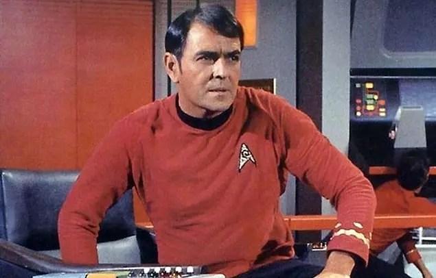 Star Trek oyuncularından James Doohan, Normandiya Çıkarması sırasında Kanada için savaşırken 6 kez vurulmuştur.