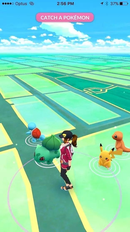 10 dakika kadar sonra, Pikachu görünüveriyor. İşte oyuna doğru düzgün başlamanız için gerekli olan elektrikli kediyi kaptınız!!