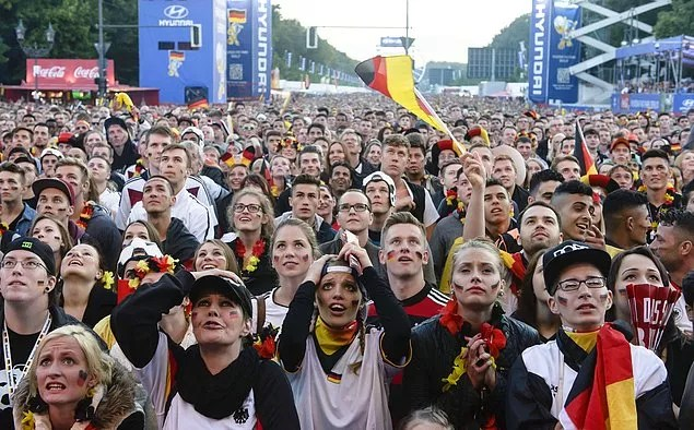 Ülkeler politik ve askeri güçlerinden, ekonomilerinden, nüfuslarından, yüzölçümlerinden bağımsız bir şekilde bu sahnede yer alıp rekabet edebiliyorlar.
